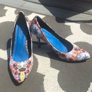 Nicole Miller Floral Tropical Pumps